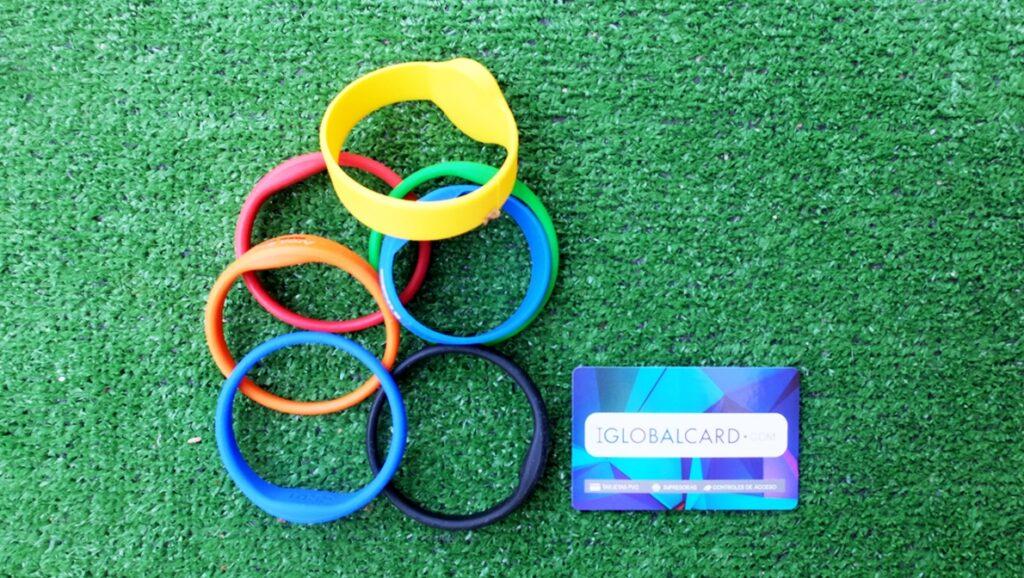 Pulseras de silicona para acceder a la piscina y pistas de pádel