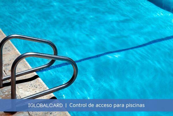 Controles de acceso para piscinas con tornos y tarjetas de proximidad