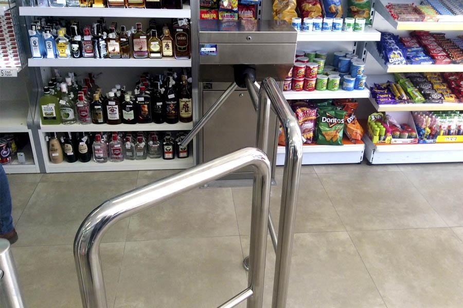 Control de acceso para comercio en Benidorm. Caso de éxito en un estanco