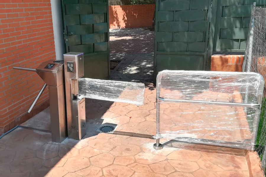 Control de acceso por torno a piscina en Madrid