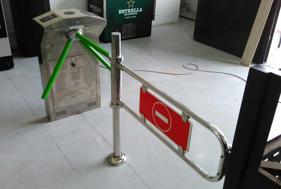 Control de acceso para gimnasio ( vista trasera )